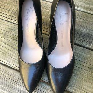 Black leather stilettos with style!